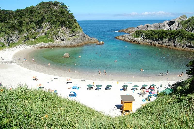 Tomari Beach (Shikinejima Island) © Tokyo Convention & Visitors Bureau