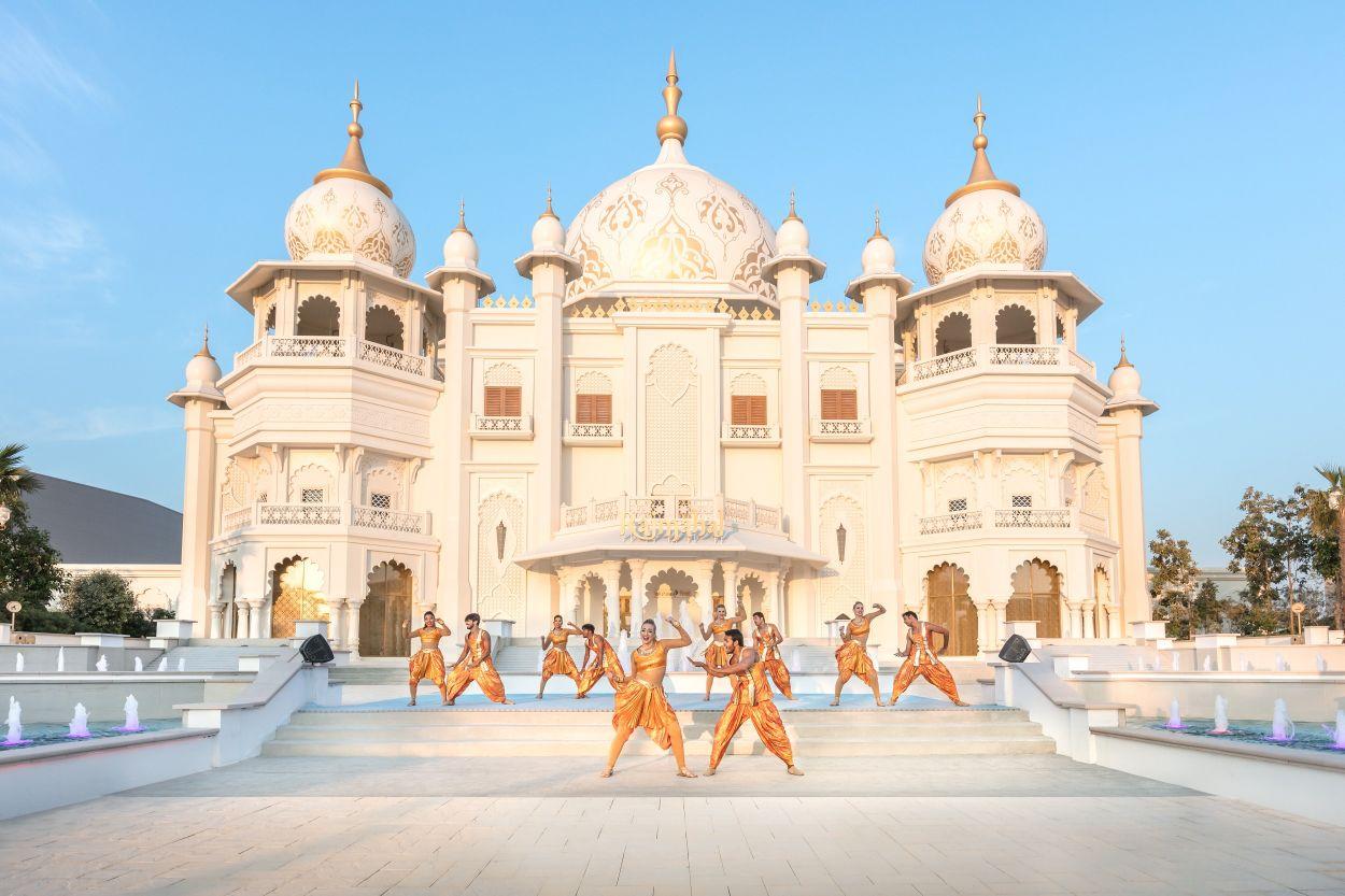 Der größte Freizeitpark-Komplex im Nahen Osten, Dubai Parks and Resorts, unterhält seine Besucher in vier Themenparks mit über 100 aufregenden Fahrgeschäften und Live-Shows für jede Generation.