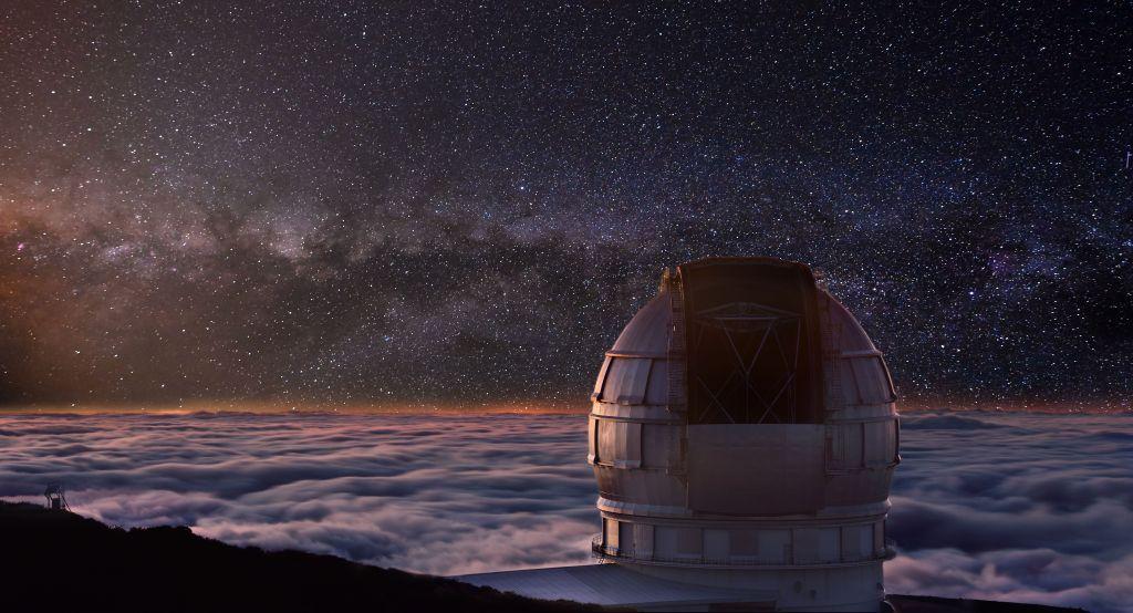 Auf dem höchsten Punkt La Palmas, auf rund 2.400 Metern, befindet sich das international renommierte Observatorium Roque de Los Muchachos. Die nahezu reine Atmosphäre ohne Luftwirbel erlaubt dort ideale nächtliche Beobachtungen der Himmelskörper.