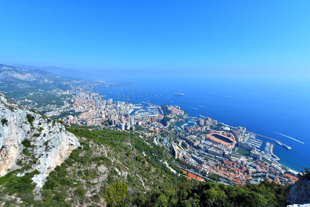 Abseits der Luxushotels und Shoppingmeilen gibt es im Fürstentum Monaco schöne Spazierwege und Wanderrouten, die es zu entdecken lohnt. Bei Einheimischen beliebt ist etwa der Rundweg um den Tête de Chien, den Hundekopf.