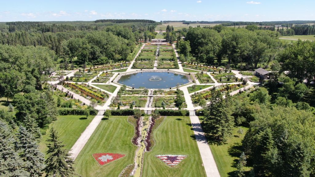 Schon 1932 wurde in den Turtle Mountains im Norden des US-Bundesstaates North Dakota direkt auf der Grenze zum Kanadischen Manitoba, der International Peace Garden angelegt.