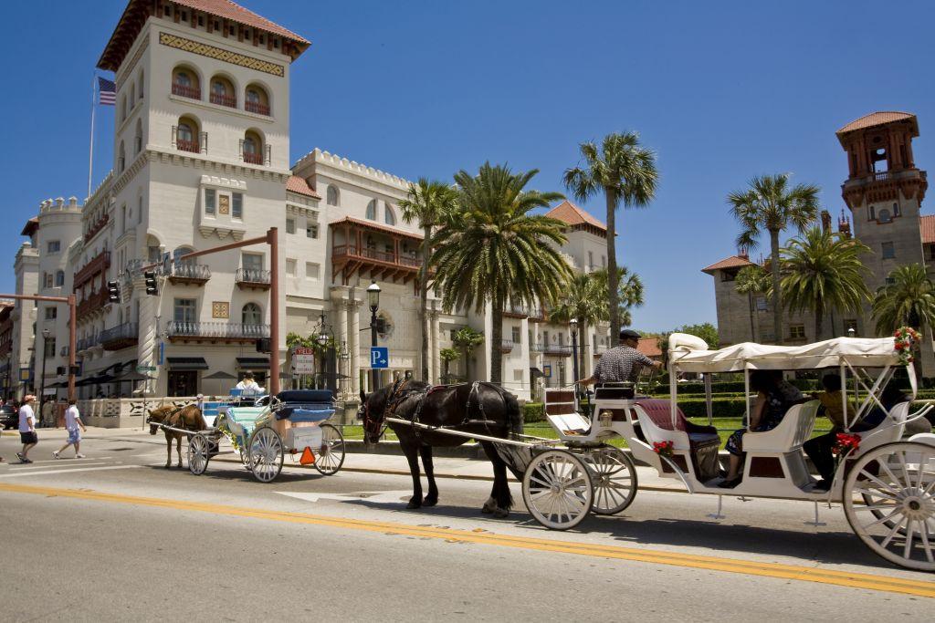 St. Augustine, FL ist mit architektonischen Meisterwerken aus der Zeit der spanischen Kolonialisierung gespickt und voller Charme einer ruhigen Südstaatengemeinde
